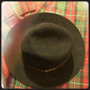 Black hat short brim